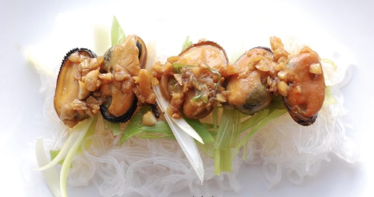 Garlic stir fry mussels with rice vermicelli | Cantonese home cooking