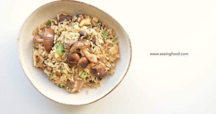 Gebakken bruine rijst met champignons en verse shiitake | Makkelijke maaltijden