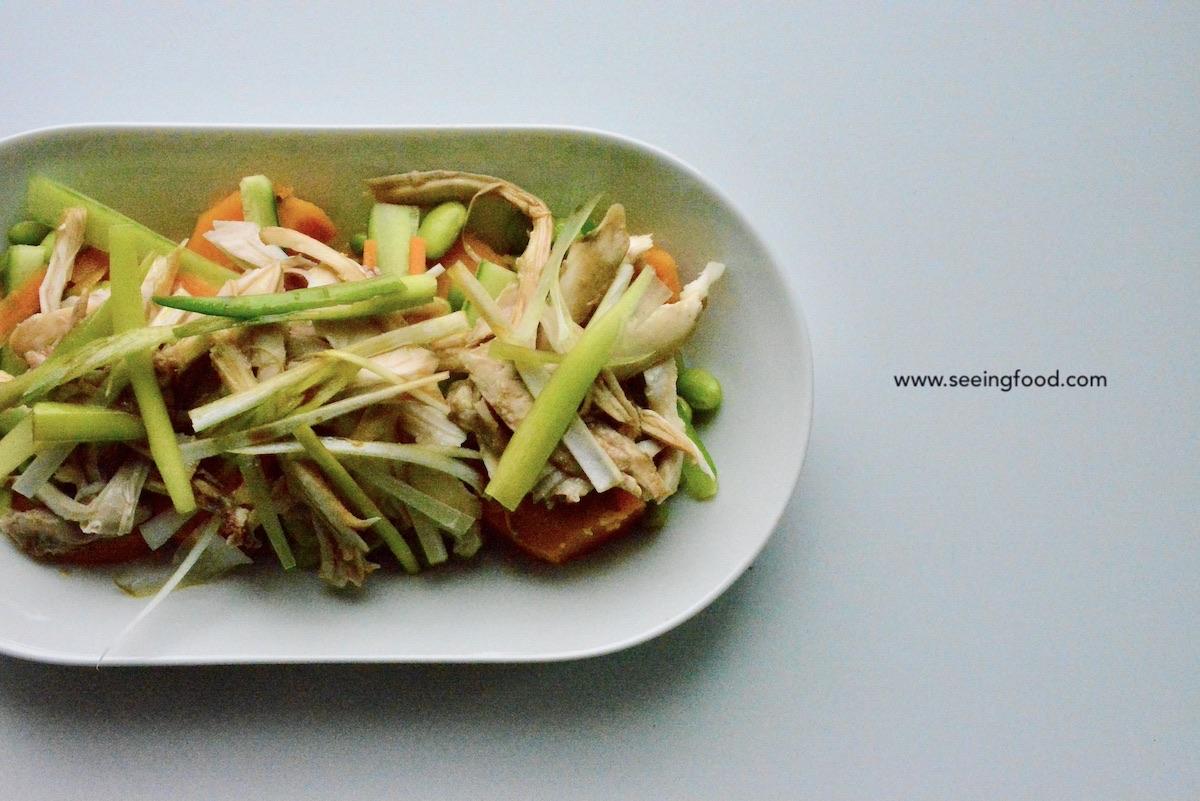 Gepocheerde kip met lente-ui - Oosterse salade